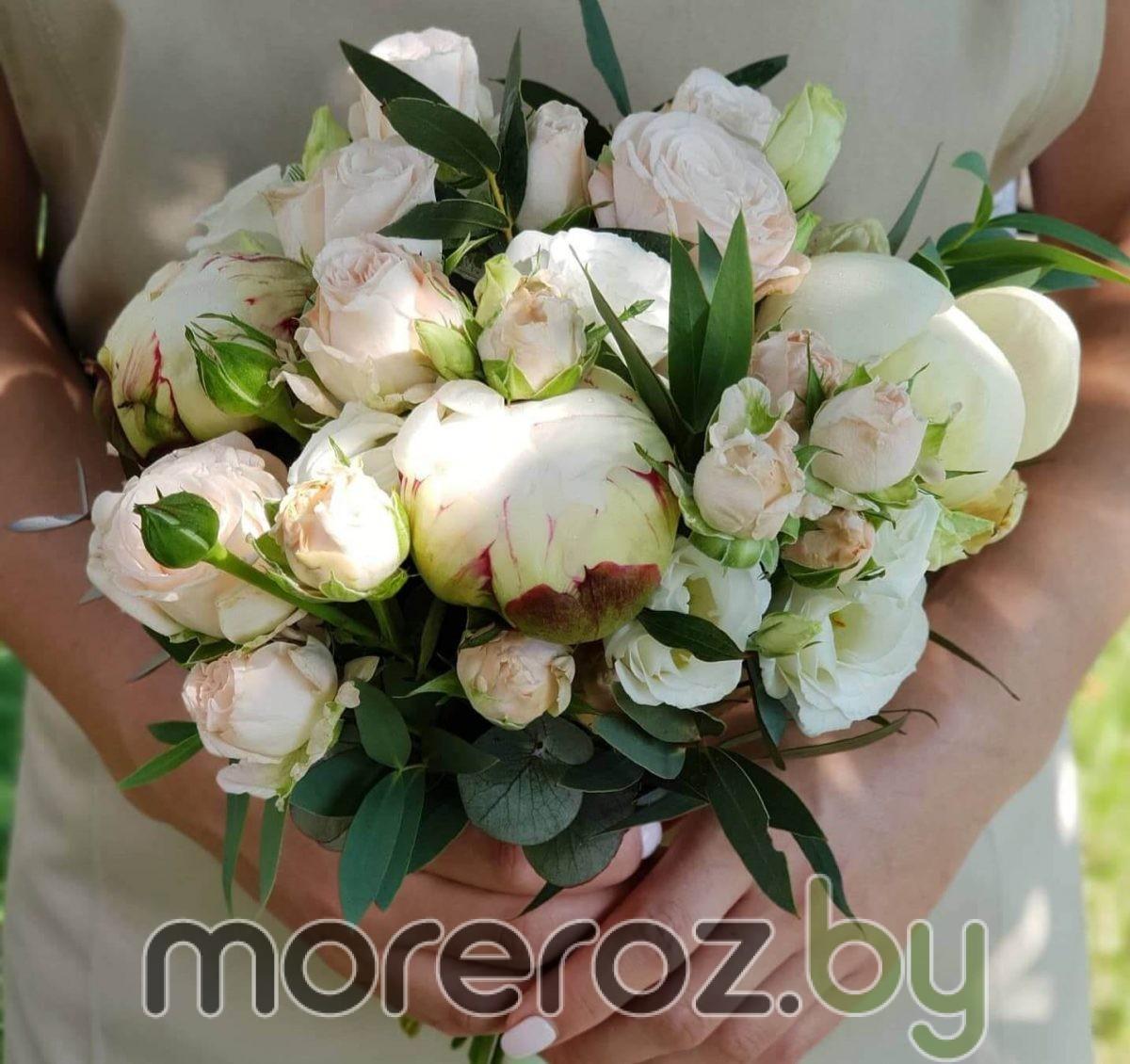 Свадебный букет с пионами и пудровыми розами