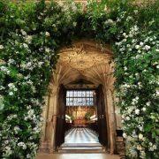 заказать оформление свадьбы живыми цветами