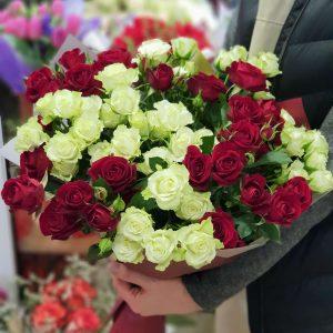 """Букет кустовых роз """"Утонченная элегантность"""""""