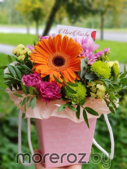 Цветы в картонном кашпо