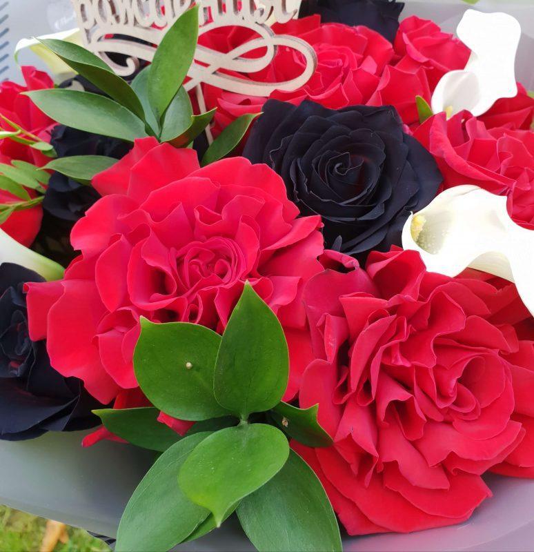 Красные французские розы