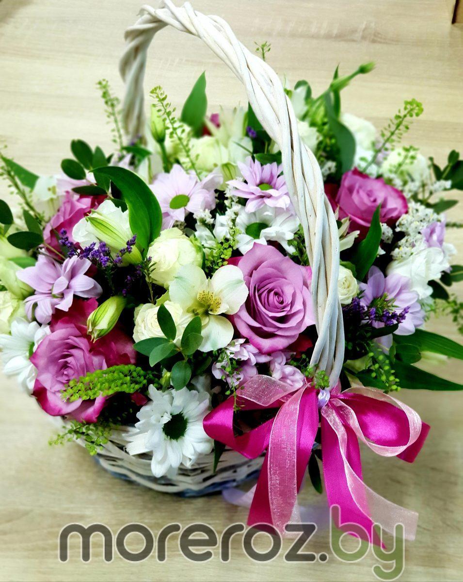 Микс цветов в корзине