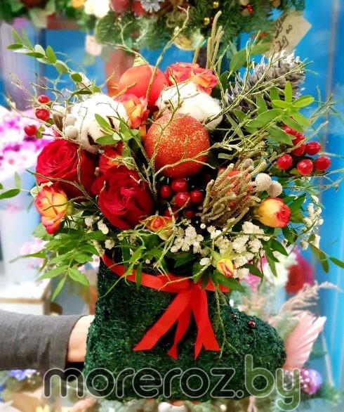 Новогодний сапожок с живыми цветами