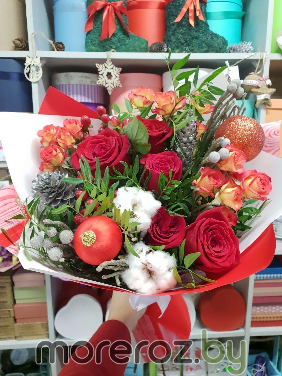 зимний букет с хлопком и розами