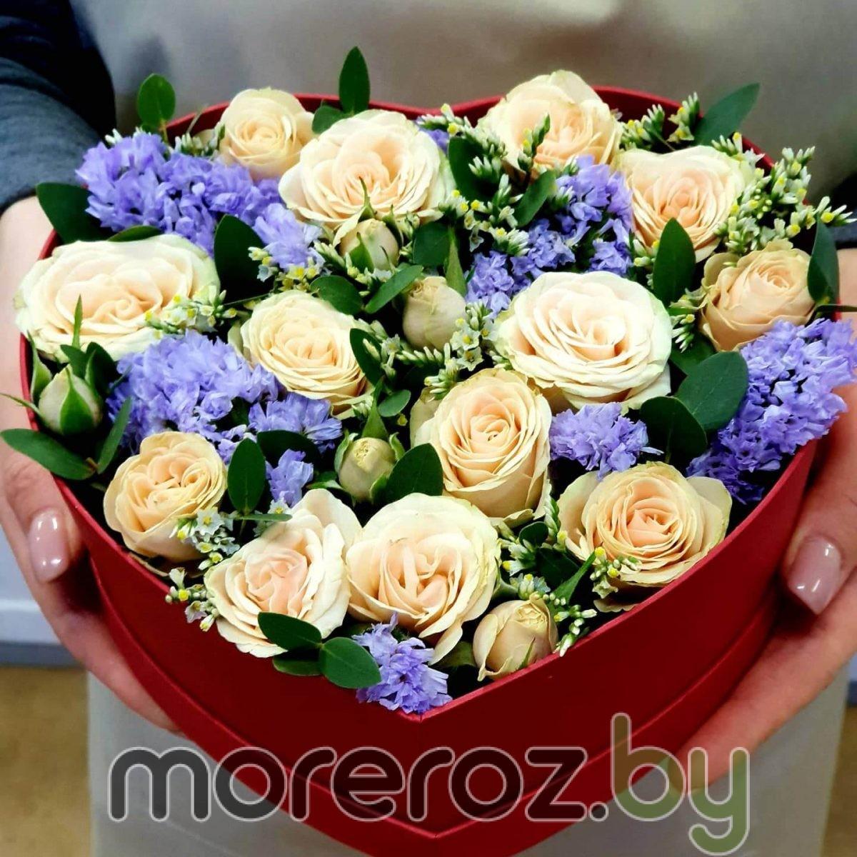 Коробка -сердце из кустовых роз