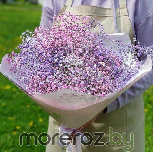 Букет из розово-лиловой гипсофилы
