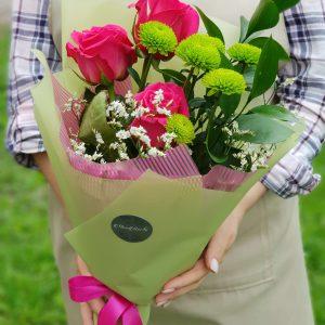 Букет-комплимент из роз и хризантем
